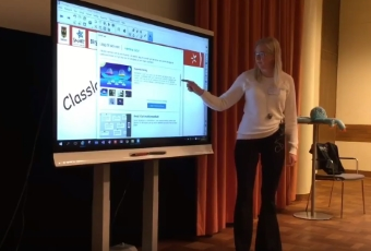 Lotta Ramqvist framför en Smart Board